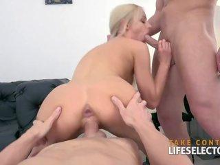 Vika Volkova se fait démonter la rondelle par deux mecs